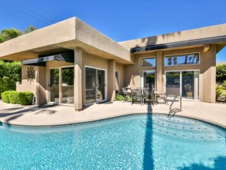 Prime Location in South Palm Desert! Beautiful home w/ private pool & spa! 2 blo