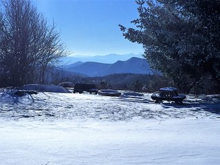 Breathtaking VIEWS, off the Blue Ridge Parkway, Large Suite in Small B&B
