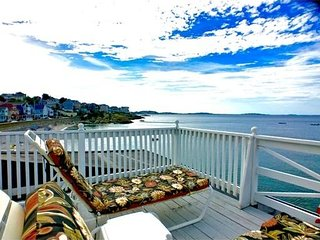 4 Bedroom 2 Bath Beach House Great Location!!! Great Price!!! 35 Min To Boston