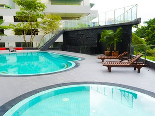 Kuala Lumpur City Center KLCC 4min LRT Modern Spacious home for upto 7 pax.