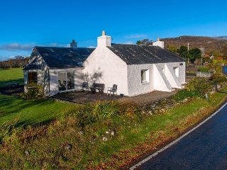 TIGH GRIANACH, loch views, wi-fi, parking. Ref: 972551
