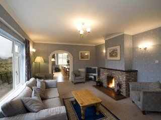 PITSTRUAN COTTAGE, loch views, pet friendly. Ref: 972450