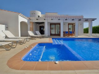 The Castle: Luxury Villa With Private Pool, Jacuzzi And Sea Views