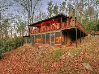 This 3BR cabin is the PERFECT getaway cabin close to Hiking!
