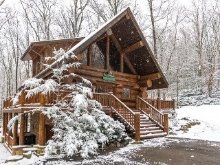 Charming wooden cabin with private hot tub & prime secluded location