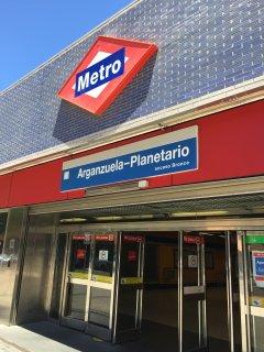 metro Arganzuela Planetario linea 6, a 5 min a pie de casa, linea directa al estadio del Real Madrid