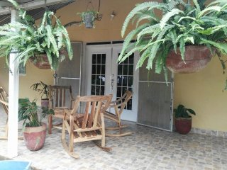 Peacefull country home just minutes from central Granada