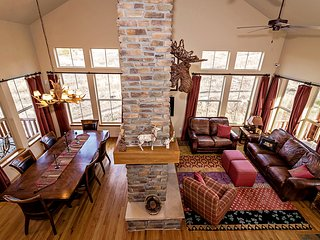Blue Sage Beauty - Spectacular Ski-in/Out 5 bd + Loft, 3 ba w/ Hot Tub
