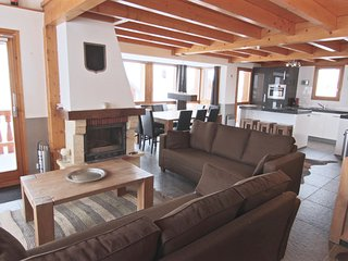 Chalet Le Namaste sleeps 10p and is directly on the piste!