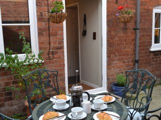 2 bed cottage with private courtyard in the historic centre of Ludlow