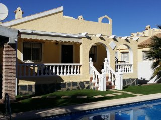 Chalet independiente con jardin y piscina privada