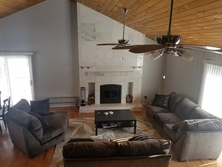 Spacious 6BR, sauna, game room, free horseback rides, pool, and more