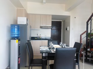 24th floor air conditioned apartment on 2 floors, with pool & gym near malls