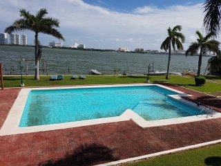 Lagoon front 2 bedrm apt, 2 baths, pool, rental of motor boat. Walk to 3 beaches