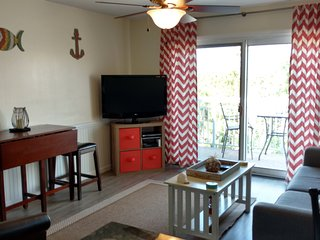 OCEAN VIEW/ Yr Round HEATED POOL/Across From Coligny so YOU CAN WALK EVERYWHERE!