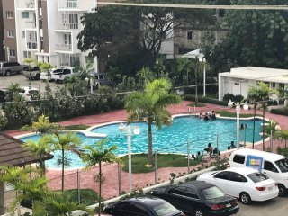 LUX CONDO-WIFI-3 AIRCOND-SMART2TV-POOLVIEW-ROOFTOP