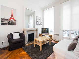 Berri apartment for 4 persons near Champs Elysees