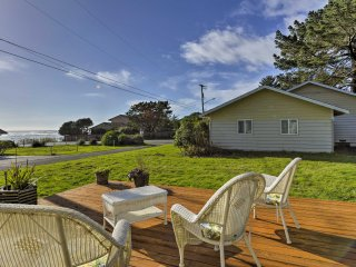 NEW! 2BR Smith River Condo w/ Deck & Ocean Views!