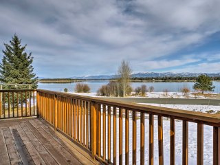 'Lakeside 180' - Charming Home on Lake Cascade!