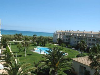 Penthouse with 3 bedrooms, facing the sea, ideal for 6 people avec 2 piscines.