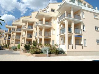2 bedroom apartment for 5 people facing the sea.