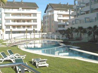 Apartment for six people next to becha and town,