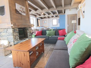 Chalet Wittenburg, 12p chalet directly on the piste so you can ski to the door!