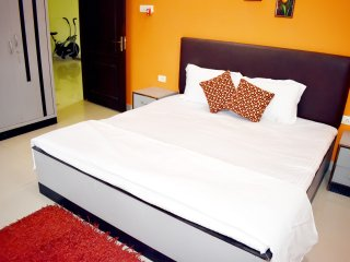 Luxurious stay in the heart of the city with easy access to banks, shopping