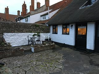 17th Century Thatched Grade 2 listed cottage in the heart of historic village