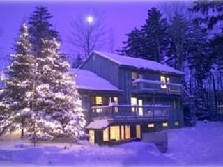 Hideaway Chalet Comfort for 24 SKI PASSES 50% ski slopes 2min HOT TUB