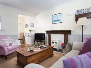 The Old Shop - a cosy one bedroom retreat, dog friendly