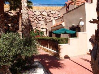 Apartamento tranquilo en colinas con vistas a las águilas. Jardín privado. WIFI