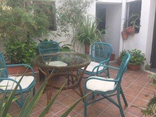 BESARA. Pequeño apartamento con encanto, al lado de Plaza de España