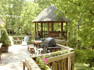 Woodland Magic-Enjoy the Hot Tub in the Gazebo