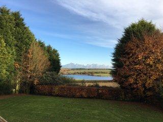 Rural retreat - 5 bedroom bungalow with reservoir views