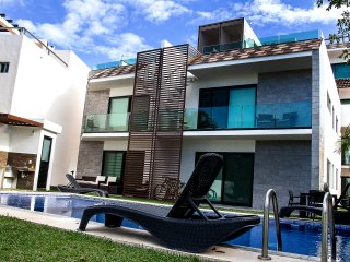 Best PH for 6 in Puerto Aventuras! Pool & Private jacuzzi in terrace!