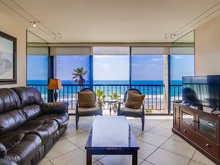Beautiful Ocean Front Corner Suite, Just Steps From The Beach, Food & Night Life