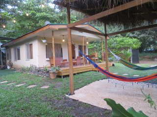 Casa Picasso ~ 3 Bedroom modern house in the heart of Santa ~ 2min from beach !