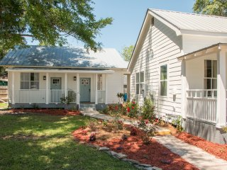 Government Street Cottages - Live Oak Cottage