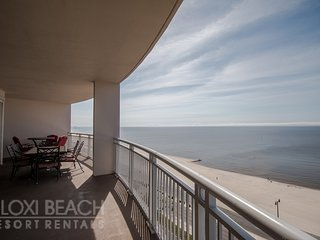Large Terrace Condo w/ WiFi, 3 Resort Pools & Fitness Center