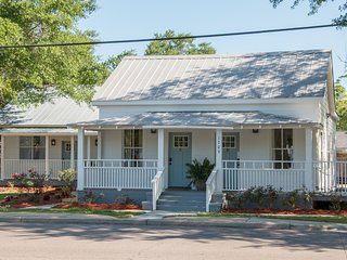 Government Street Cottages - Blue Water Cottage