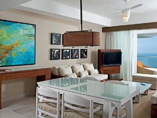 Luxurious Grand Bliss Suite 1 Bedroom Suite w/ Balcony and Ensuite Pool