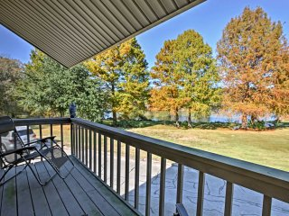 Loft Townhome w/2 Kayaks & Lake Livingston Views!
