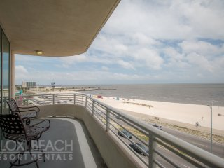 Amazing Condo w/ Wrap-Around Balcony, WiFi, Resort Pool & Gym Access
