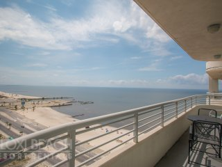 Great View 2 BR Condo w/ WiFi, Beach, Resort Gym & Pool Access