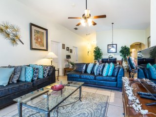 Lovely, Well Priced 5BR 3bth Home w/Private Pool and Game Room 8 miles to Disney