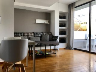 Kolonaki Boutique - OMR 5th apartment in Pangrati with WiFi, integrated air cond