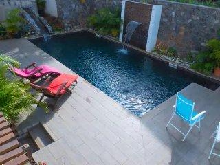 Studio climatise de standing de 30 m2 avec piscine et varangue