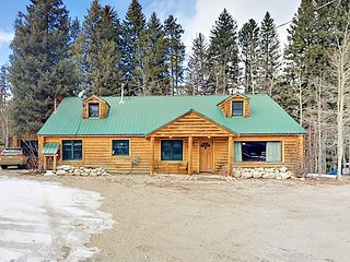Vasquez Creek 4BR Downtown Cabin w/ Hot Tub & Outdoor Kitchen