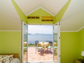 Apartment Sandito - One-Bedroom Apartment with Balcony and Sea View